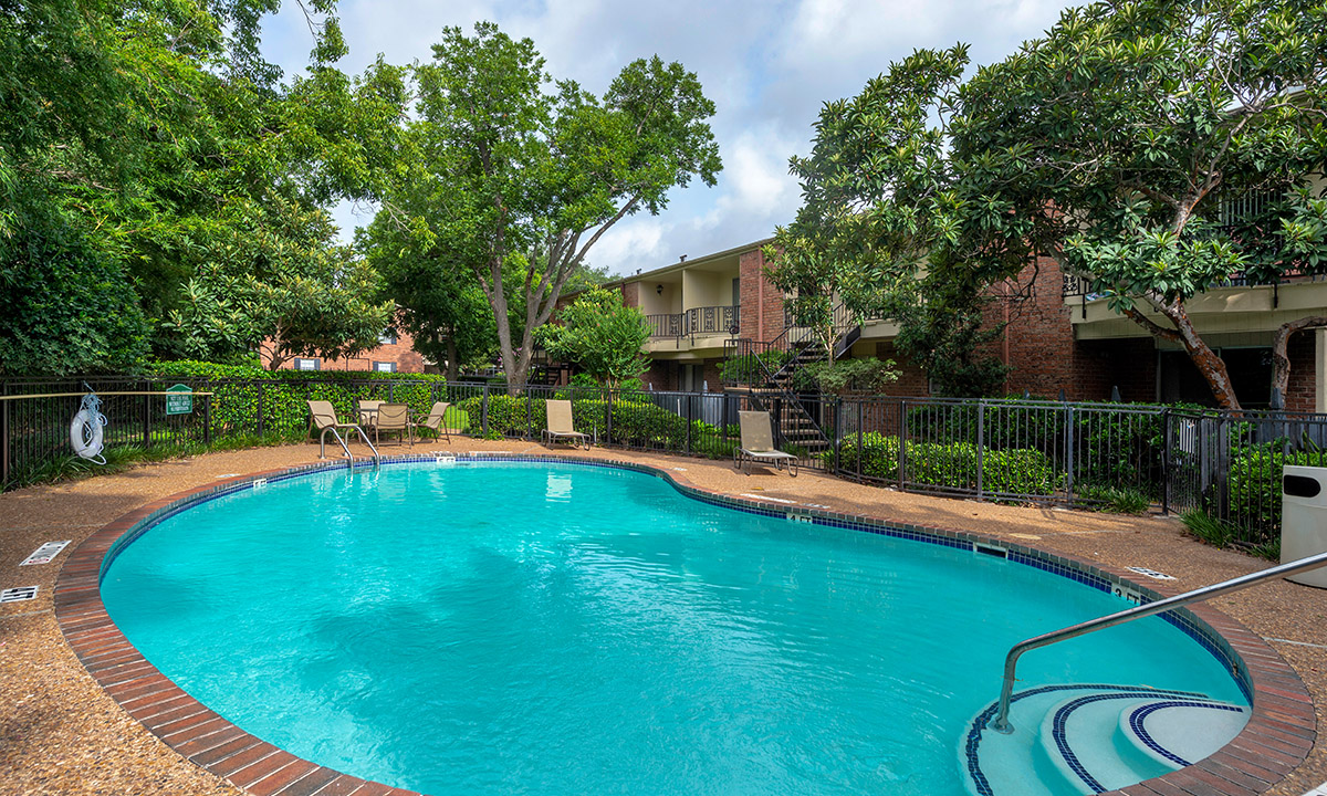 Swimming Pools | Colony Oaks Houston Apartments