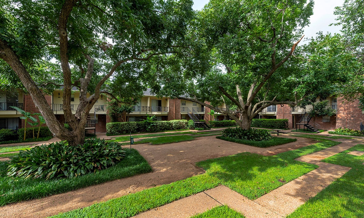 Gallery 23 | Colony Oaks Galleria Oaks Apartments