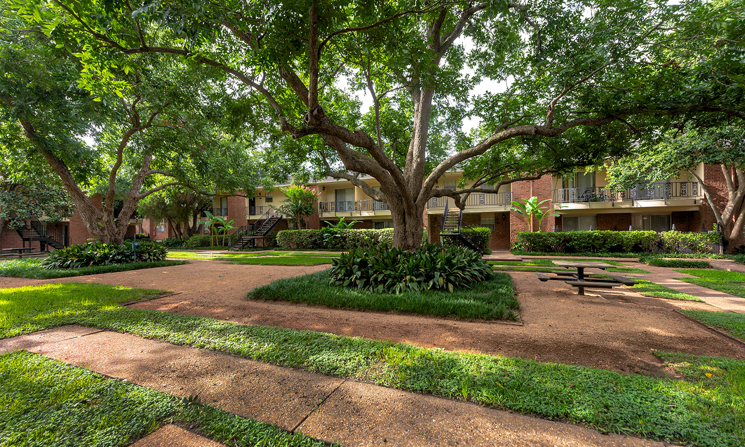 Gallery 8 | Colony Oaks Galleria Oaks Apartments