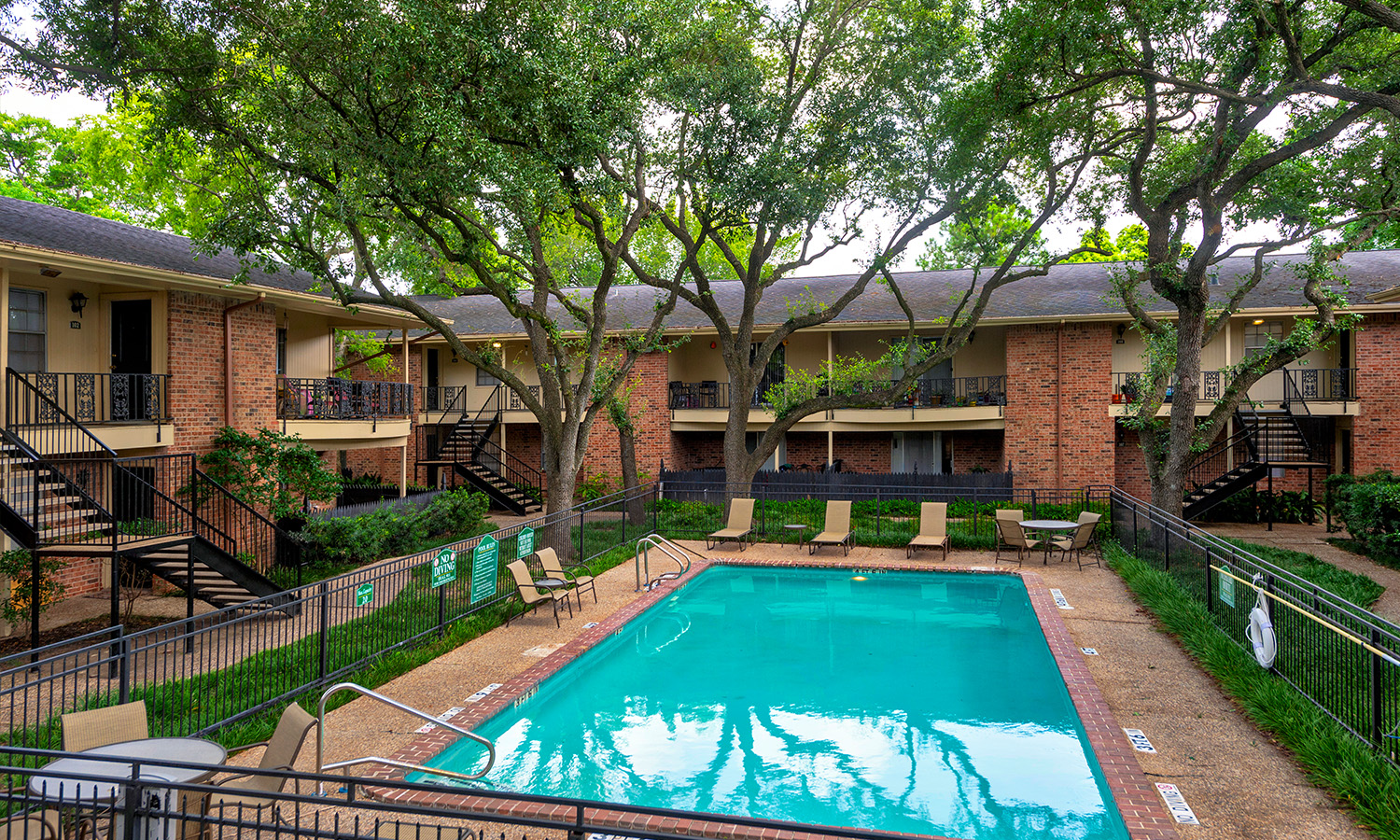 Gallery 2 | Colony Oaks Apartment in Bellaire Houston