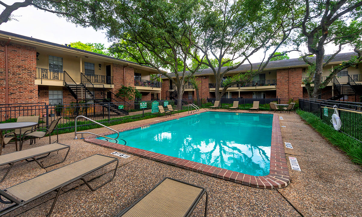 | Colony Oaks Luxury Apartment Living in Bellaire Houston