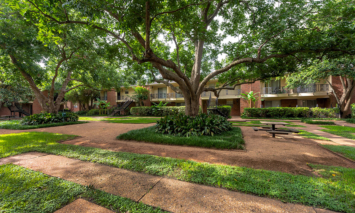 | Colony Oaks Apartment in Bellaire Houston